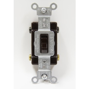 1104-CB INT.BRU.4 VOIES 15A/125V